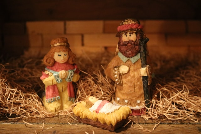 keeping christ the center of christmas, manger, jesus